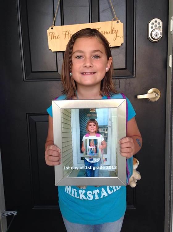 Maak ieder jaar een foto en zie hoe jouw kind groeit. Superleuk! foto: Jessi Hoepner / Today.com