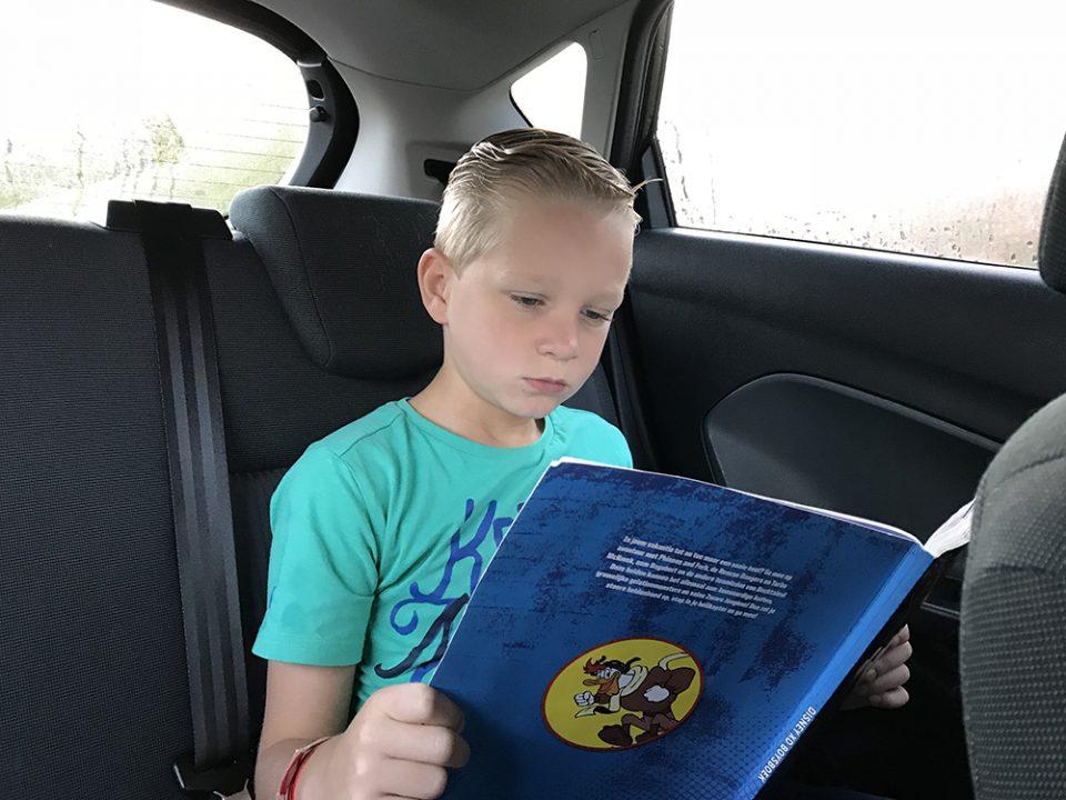 lezen in de auto ' leesbingo
