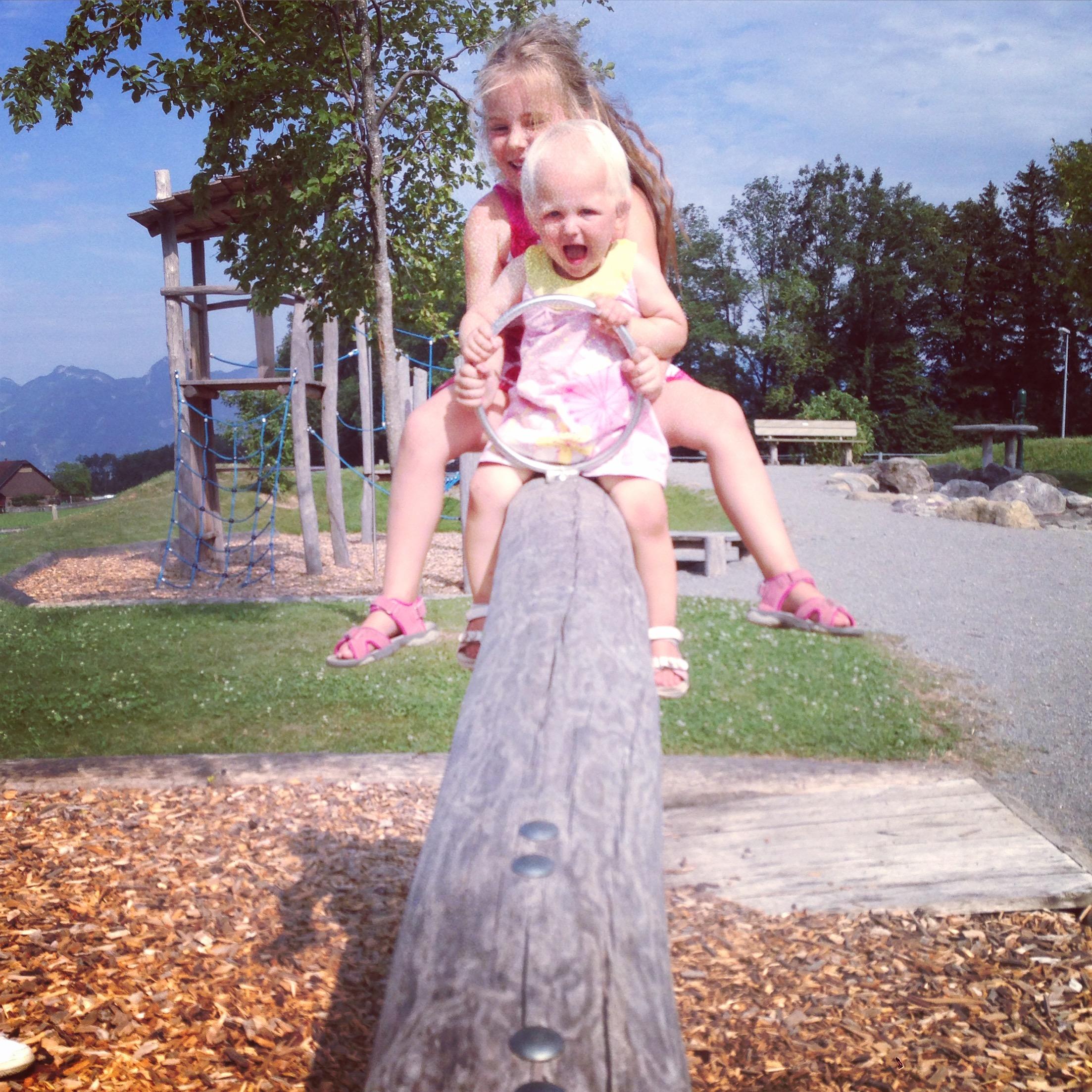 Zaterdag was het een hele hete dag, ook in de speeltuin was het niet uit te houden.