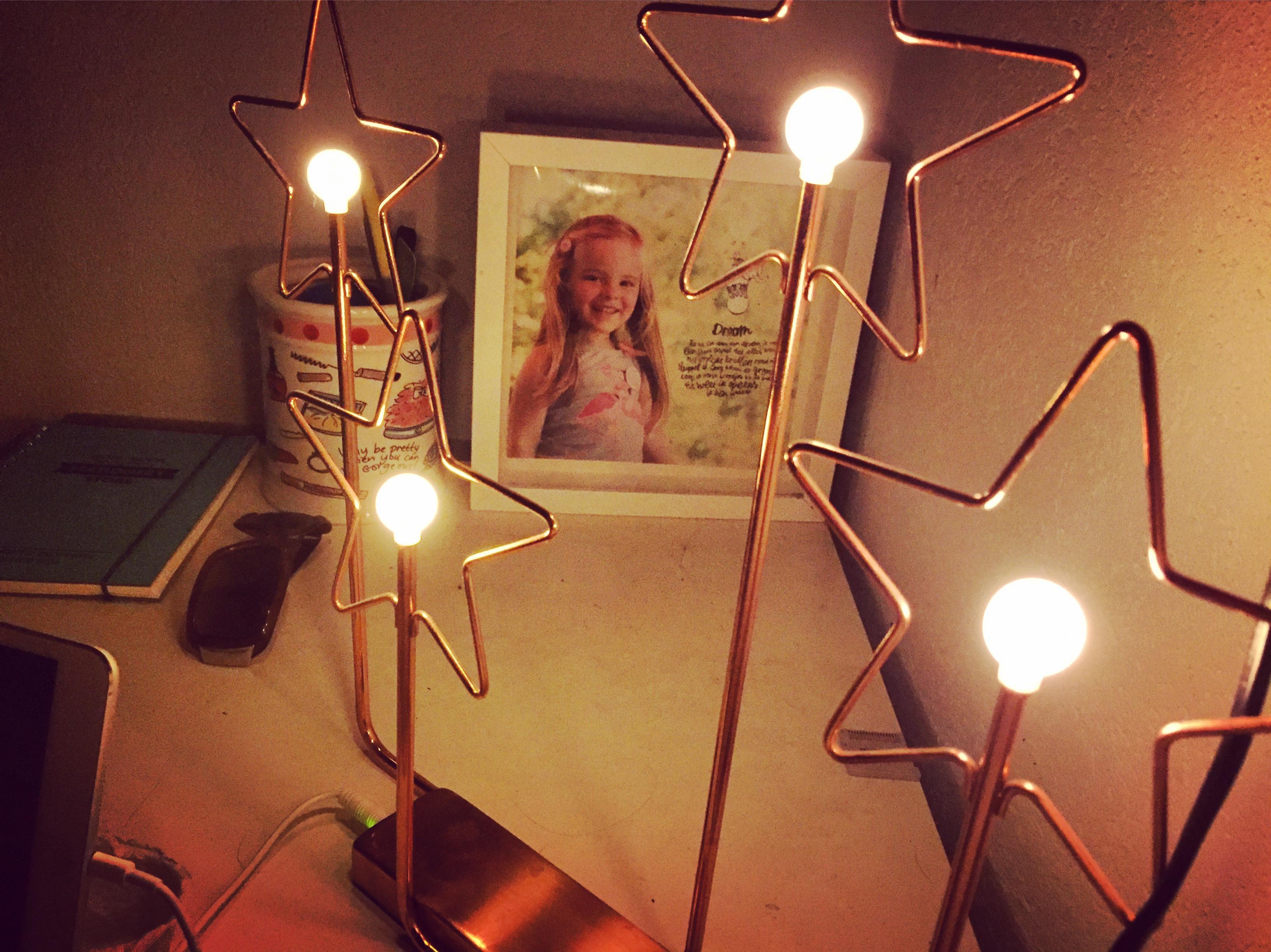 En dit is dan mijn uitzicht. Heerlijk slapen met deze fijne sfeerlampjes van de ikea.