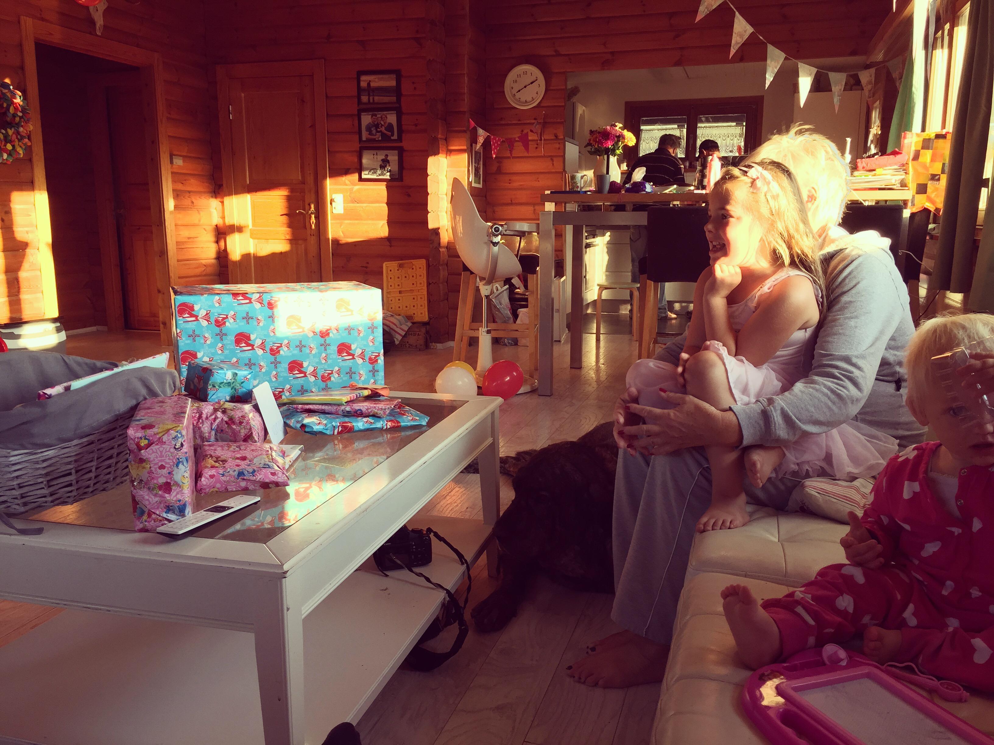 Op maandag was ze dan echt jarig!! En de lading cadeautjes was huge!!!