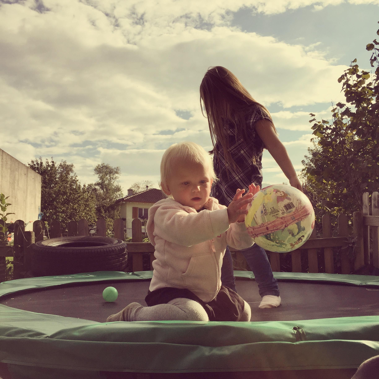 Die trampoline is toch wel en goede koop geweest hoor!