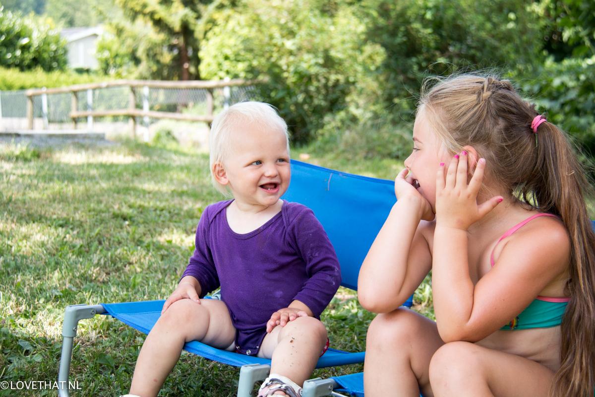 Zusters! Ze reageren zo leuk op elkaar.