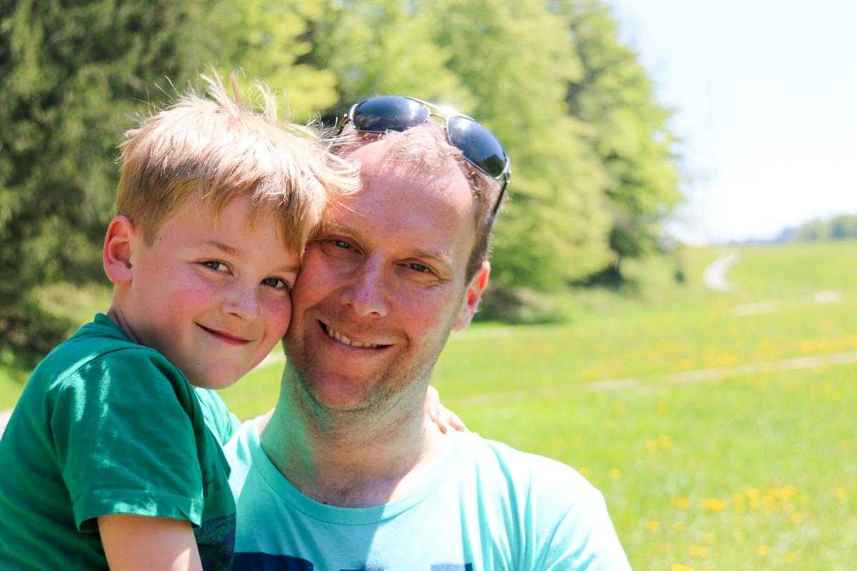 en Mark en Karsten deden een potje voetbal op het veld