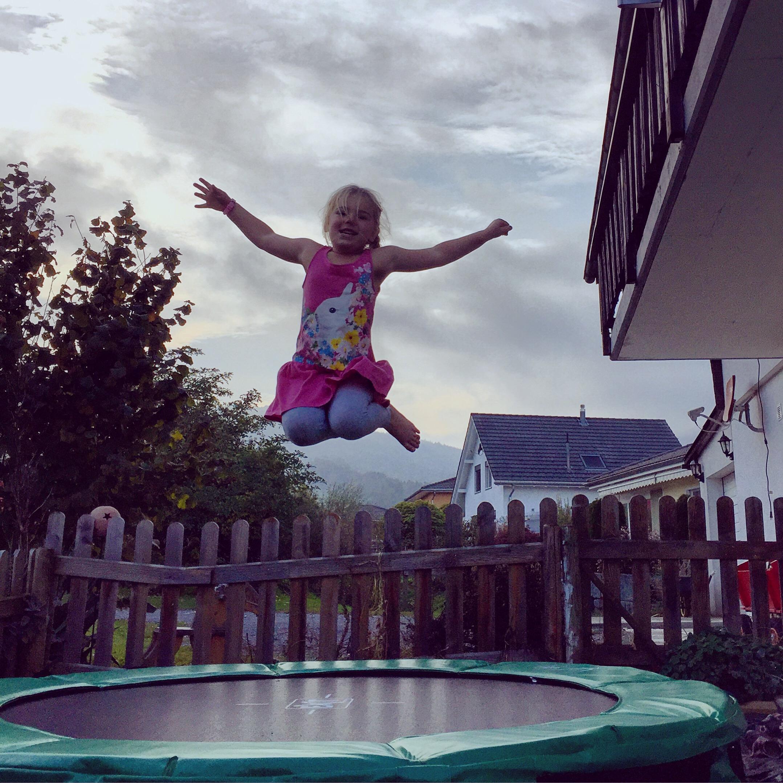 Springt Eva op de trampoline