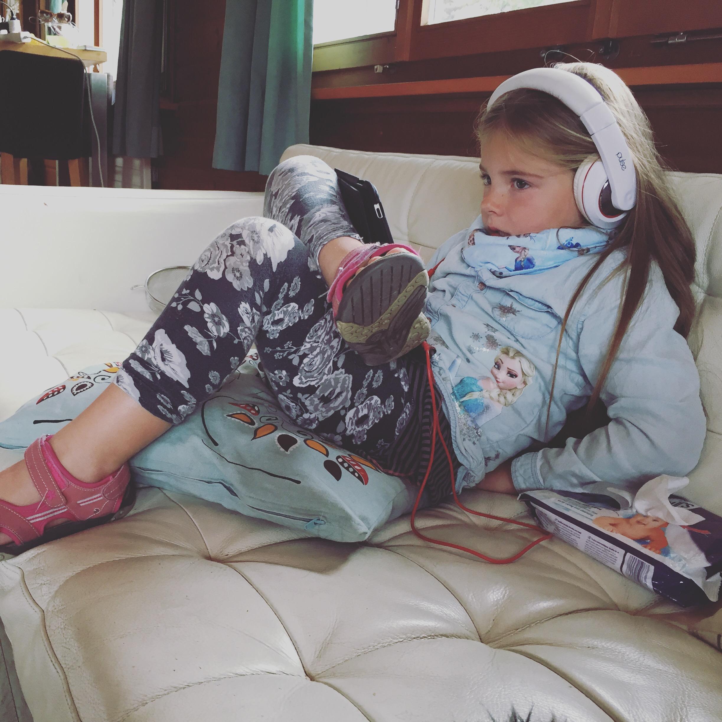 Vrijdag = hangdag = netflix en stiekem naar de tv kijken