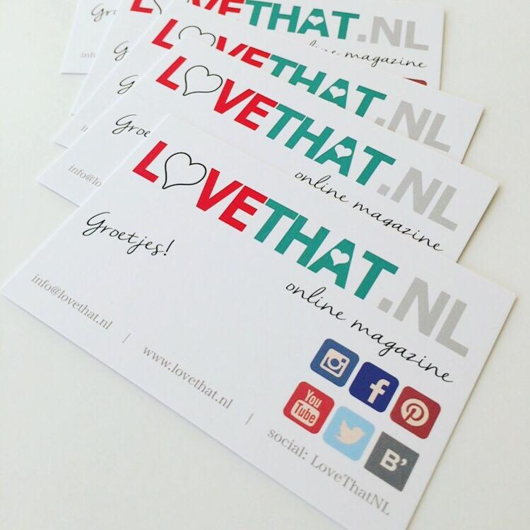 Sanne gaat op pad voor LoveThat.nl en neemt de nieuwe kaartjes mee. Volgens mij is het zo wel handig, want daar kan zij haar eigen naam opschrijven (en alle andere bloggers natuurlijk ook) en zij toch de gegevens hetzelfde.