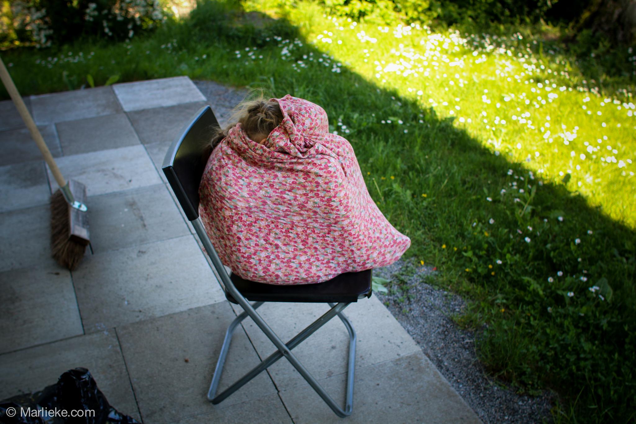 Mijn kleine mis ongeduld die ook zo graag in de hangstoel wilde.