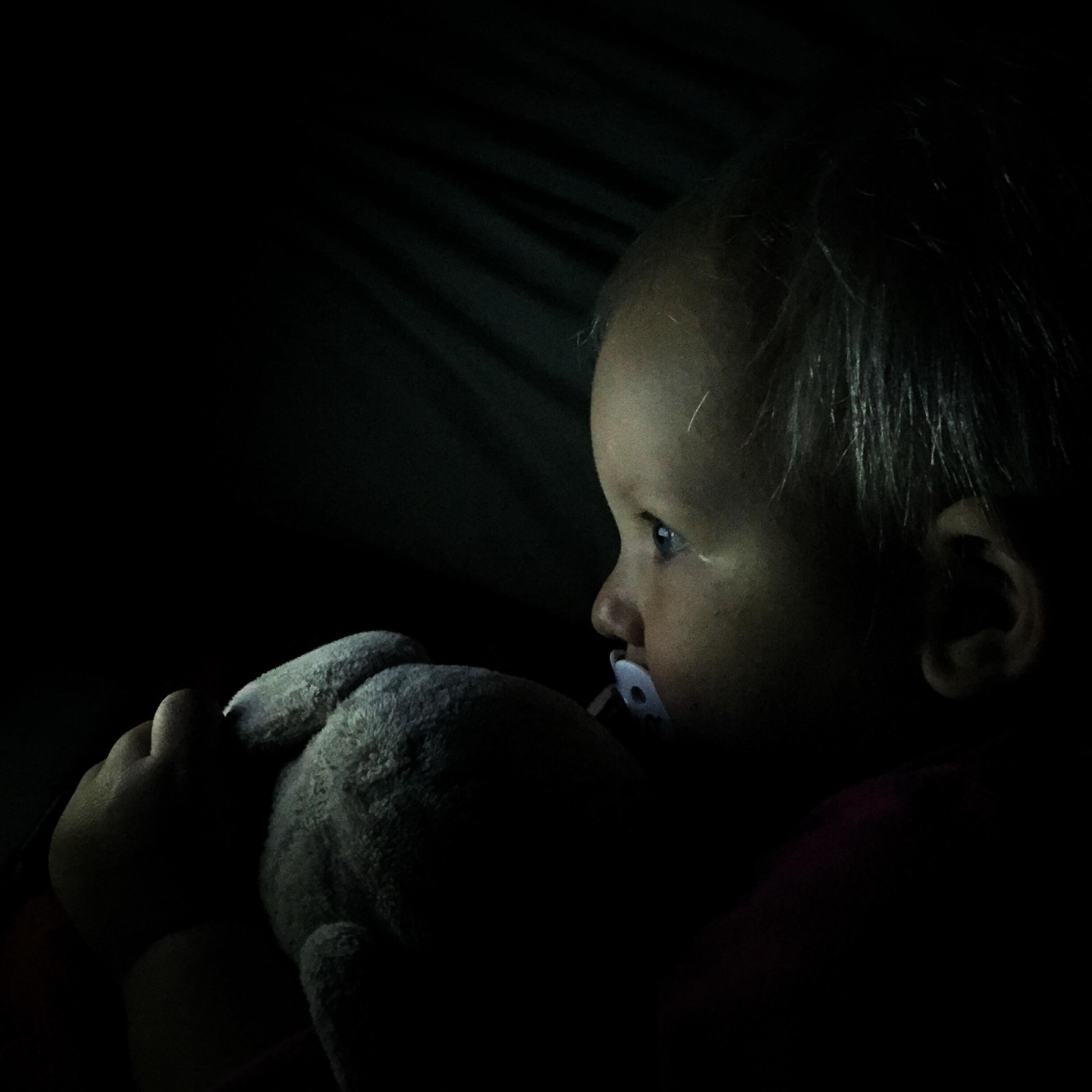 Van die nachten die je liever vergeet. Ik lag zo vroeg in bed omdat ik zo moe was. Na nog geen kwartier slapen werd Liza wakker en ging niet meer verder slapen. Uiteindelijk heb ik het logeerbed opgemaakt en heb ons daarin gelegd. Zij keek Peppa Pig en ik een stomme film. Drastische maatregelen, maar zo lag ik in ieder geval op bed..