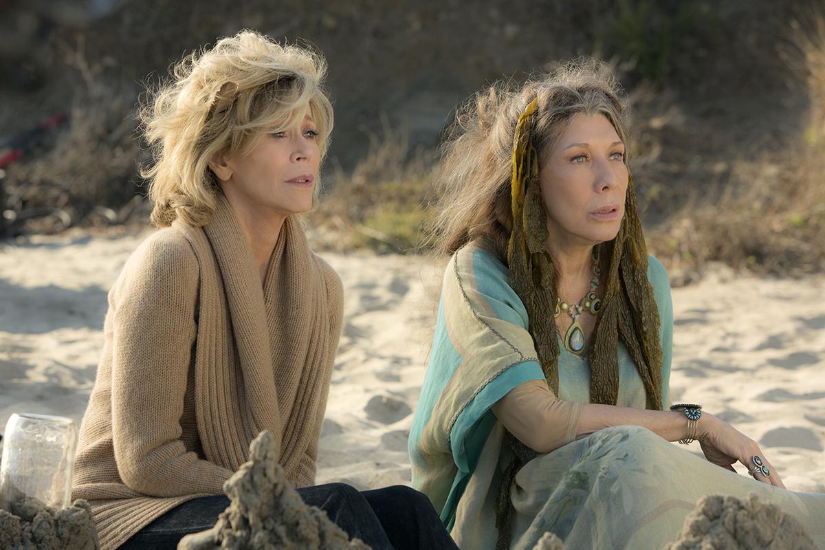 Een van mijn favoriete scenens van Grace en Frankie uit de eerste serie   Photo by Melissa Moseley for Netflix.