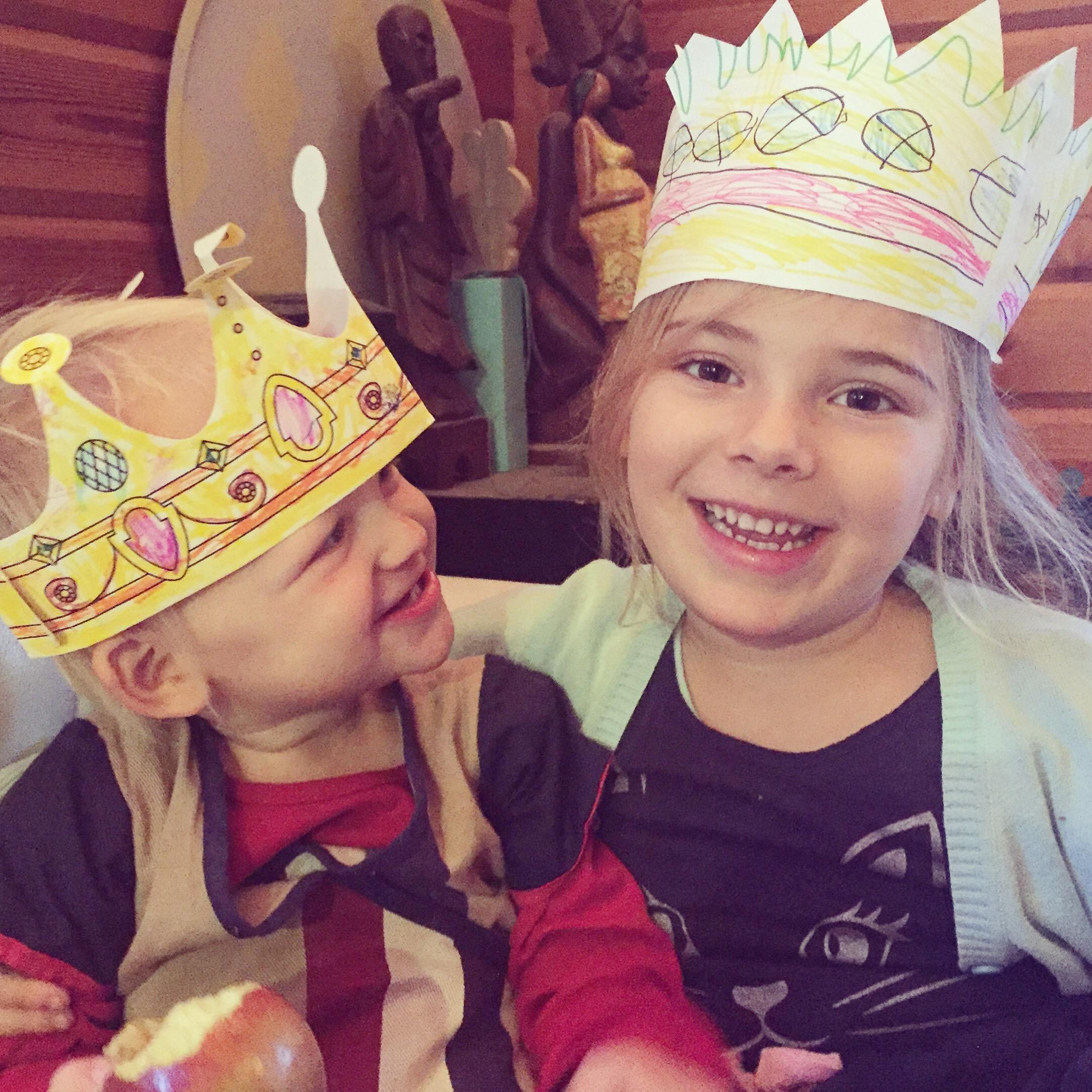 Eva maakt graag kroontjes. Dus had ik ineens twee koninginnen.