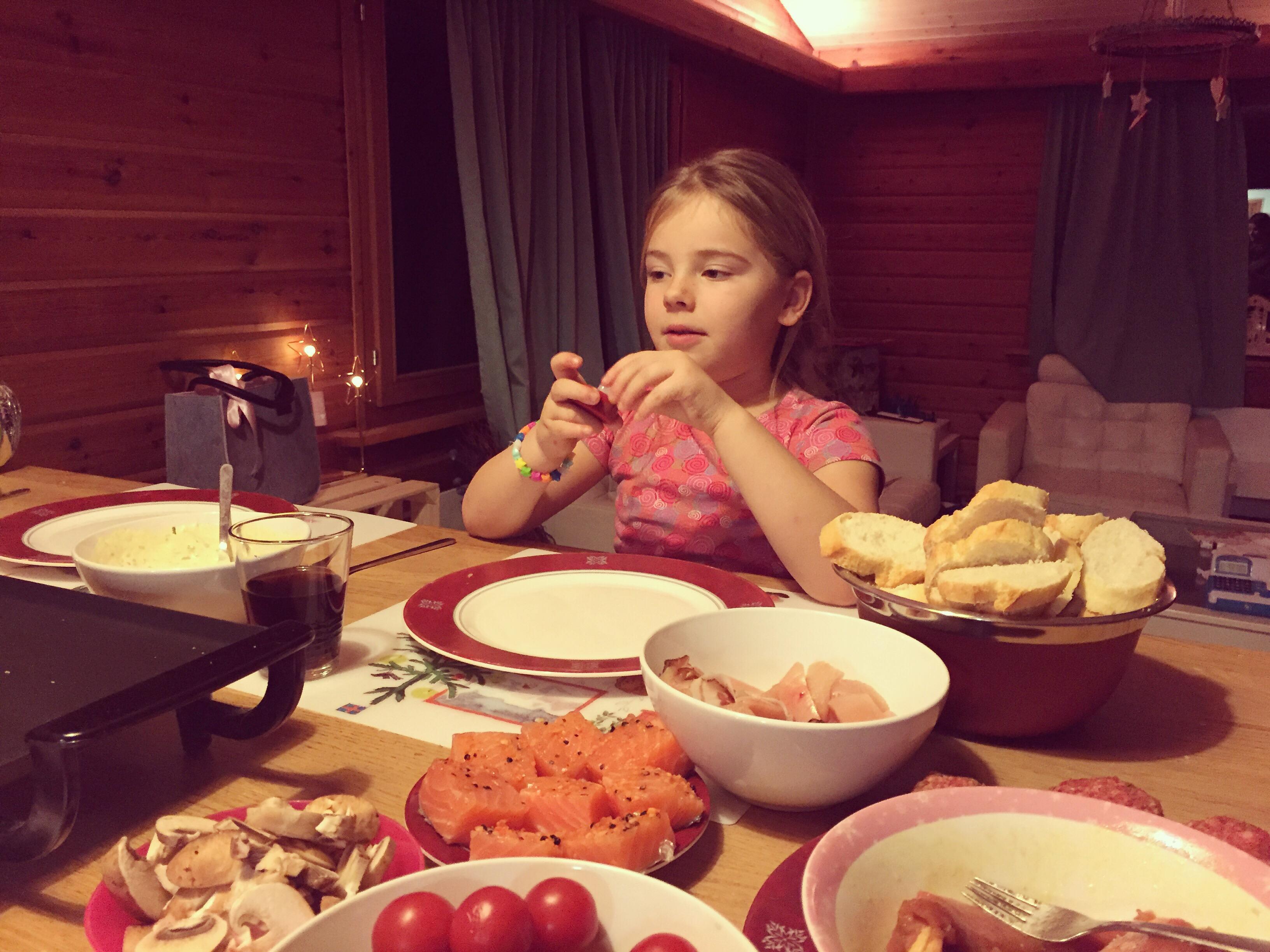 We gourmetten als Liza in bed ligt