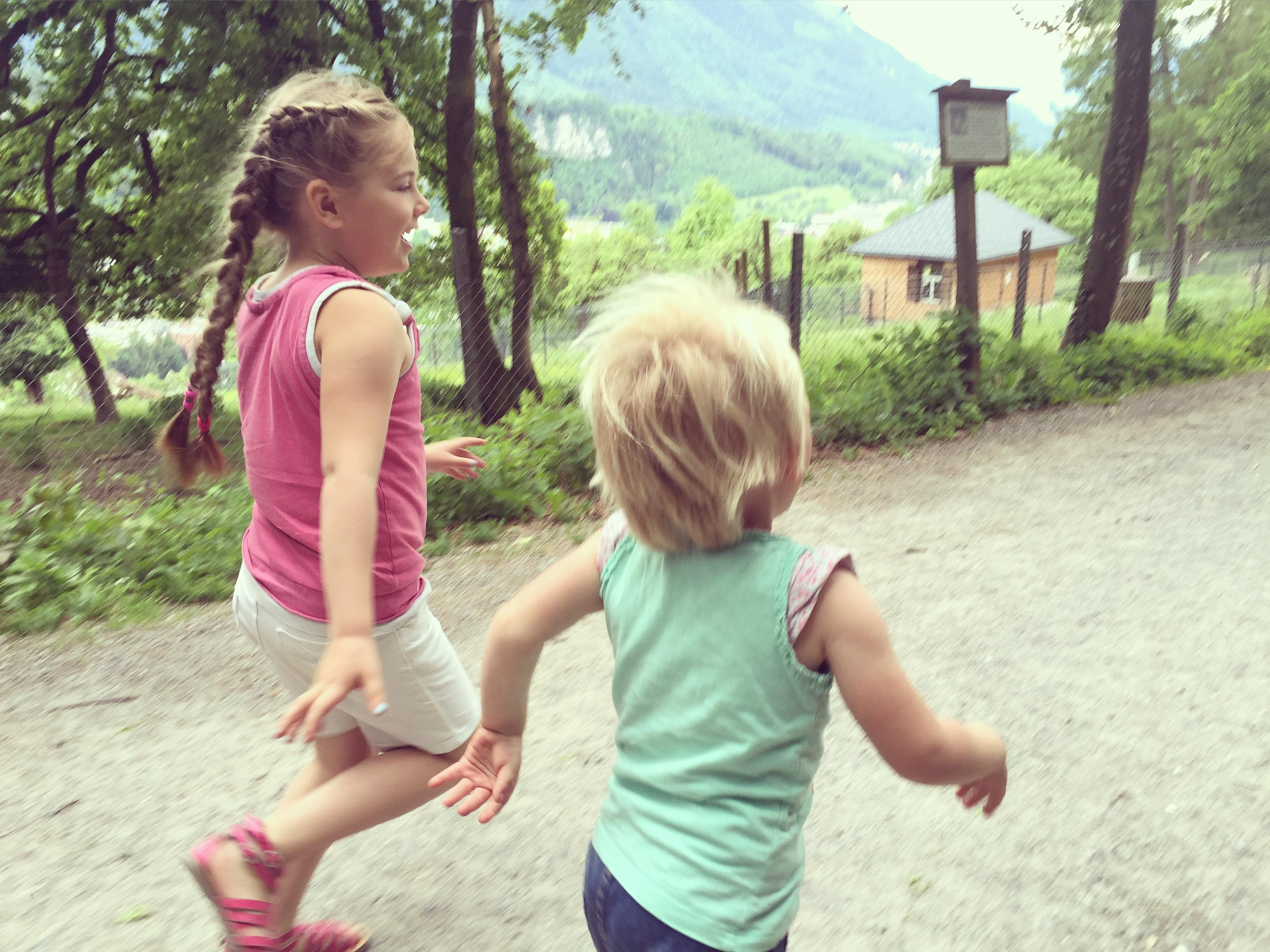 Zondag gaan we naar het wildpark in Feldkirch. Aan het eind van de dag kregen ze een ijsje, zie ze rennen!