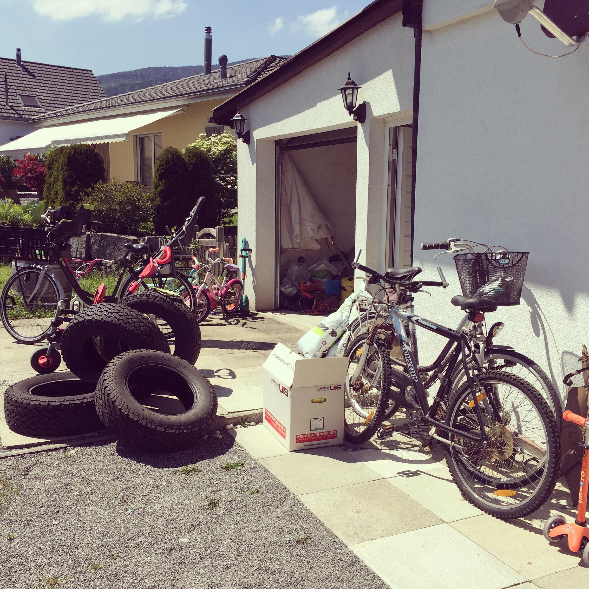 Woensdagmiddag besluit ik de garage op te ruimen. Ik kom een heel eind. Iemand nog een fiets nodig?
