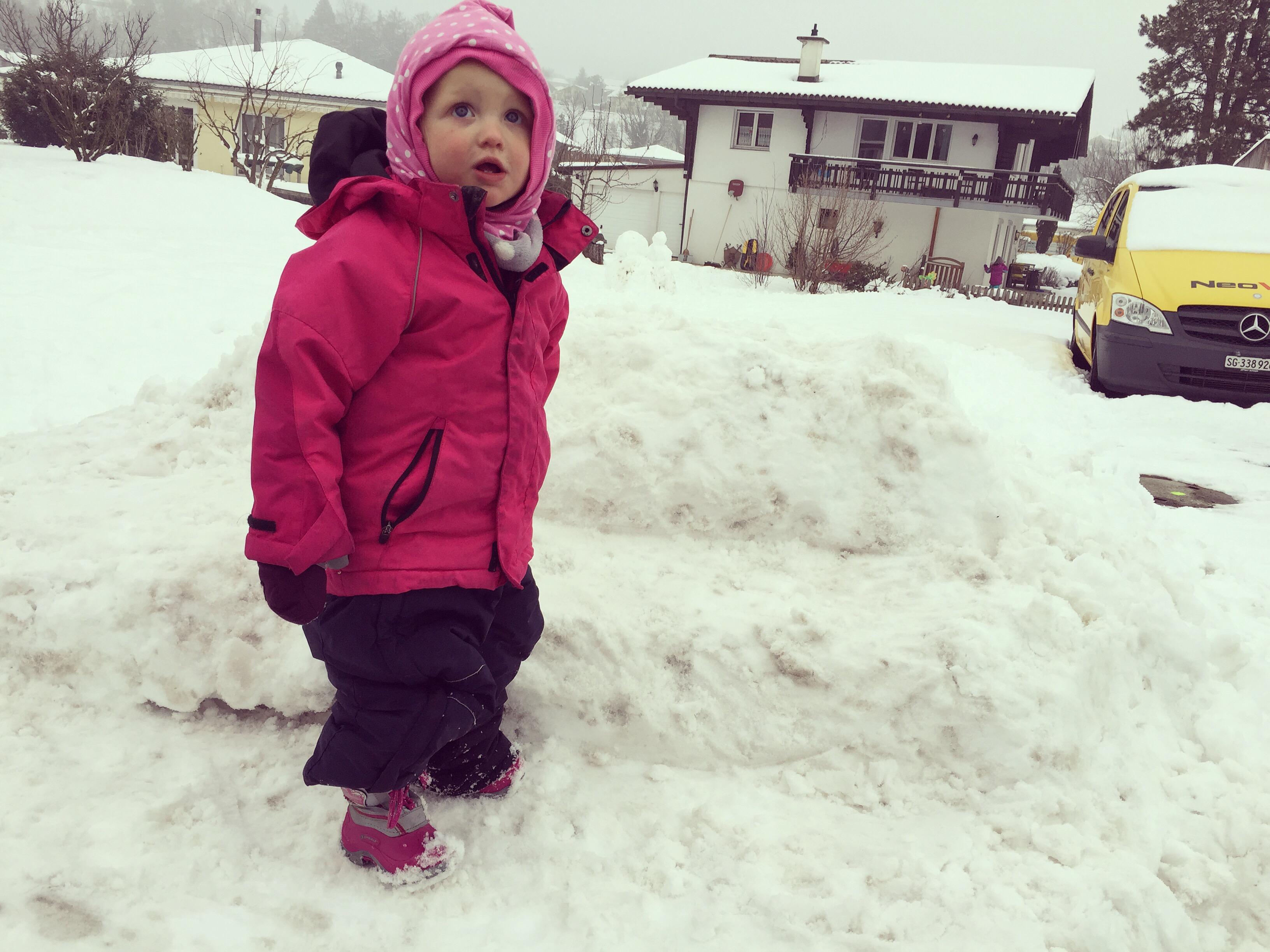 En toen moesten we aan de bak... Sneeuwschuiven!