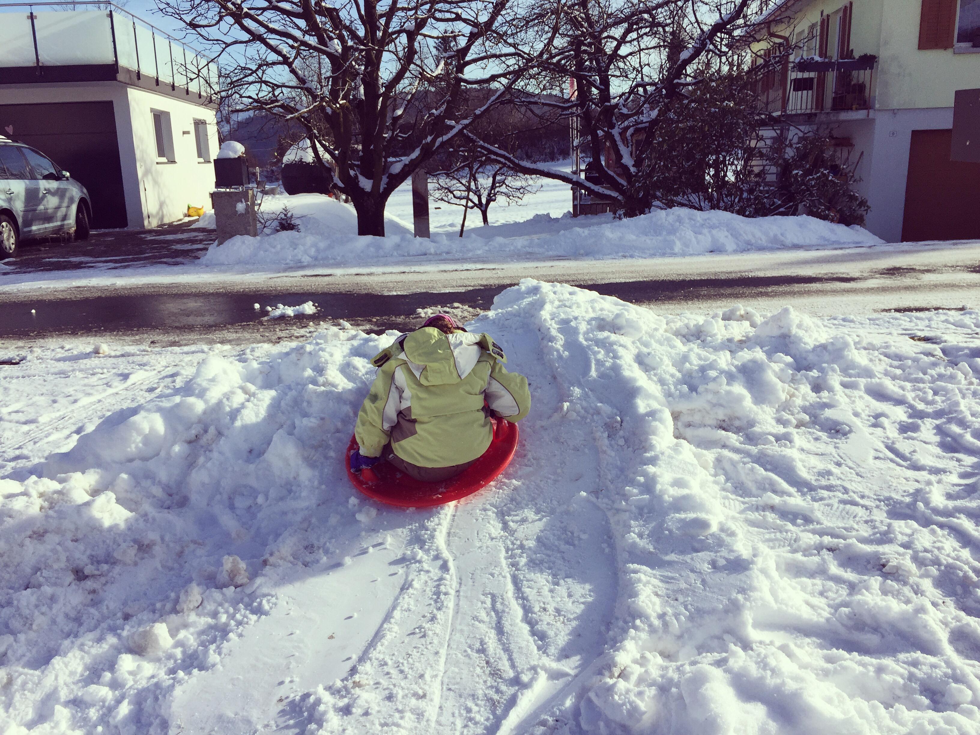 's Middags spelen we in de sneeuw