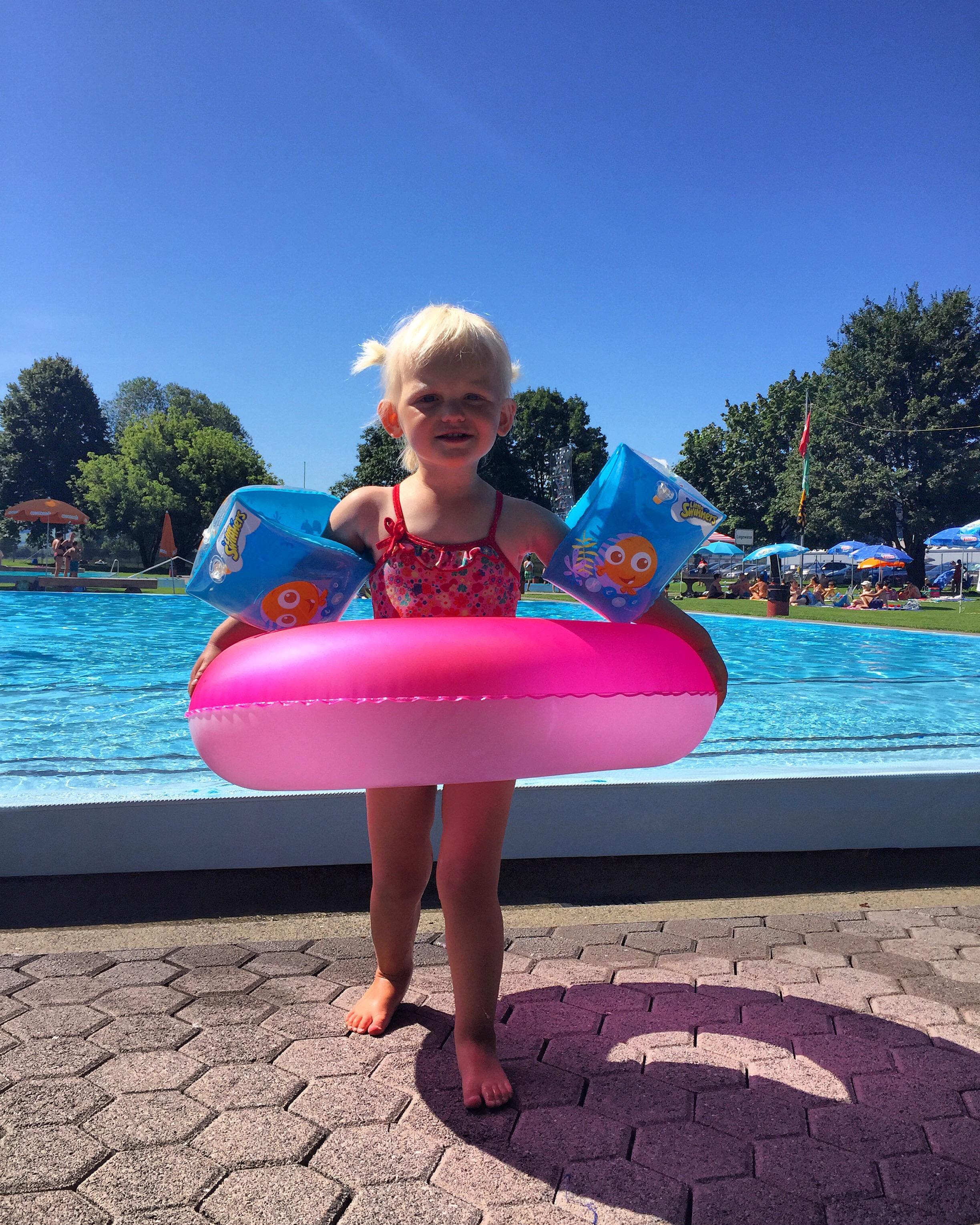 Het was mooi weer en eenmaal aan het zwembad knapte ze gelukkig op!