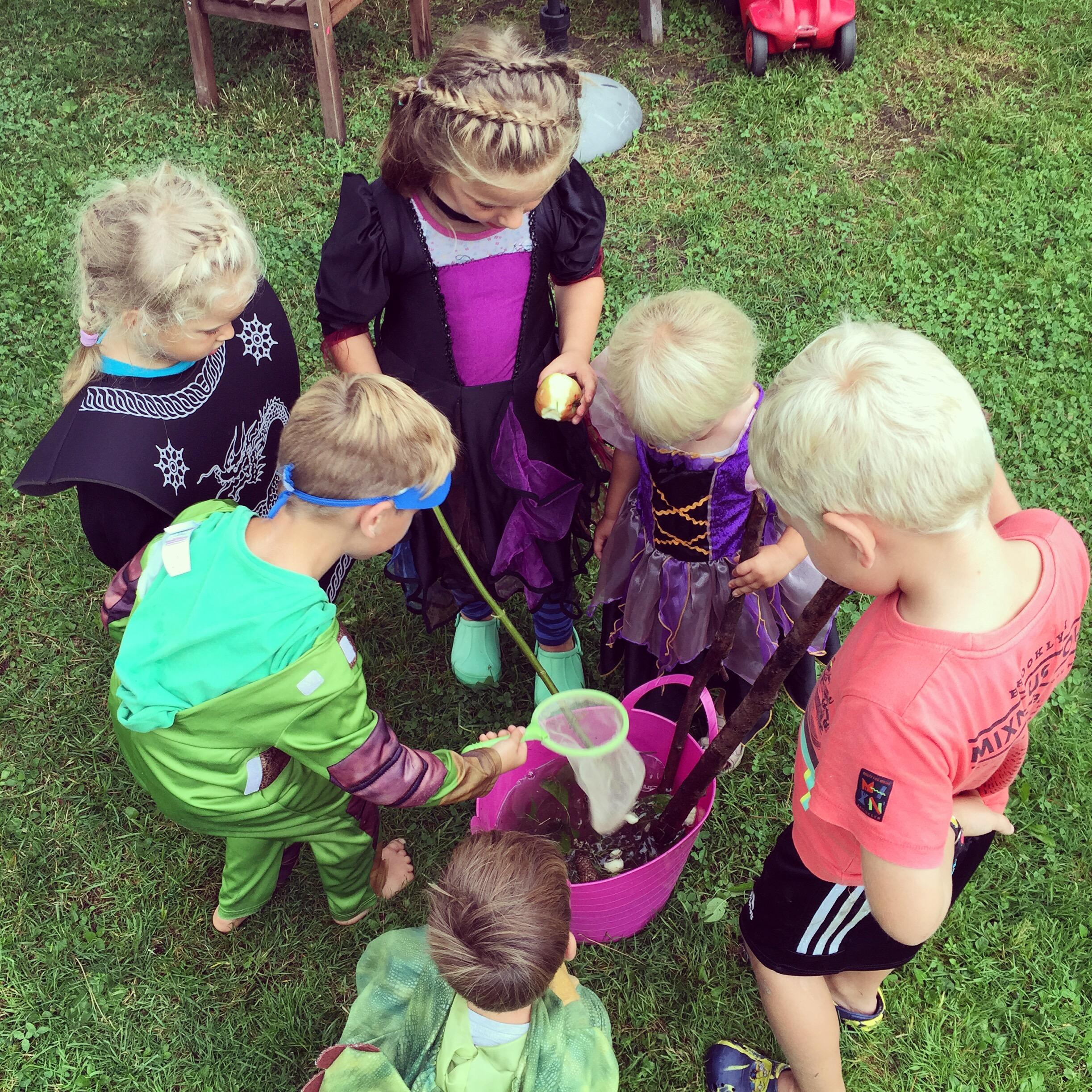 's Middags had ik een huis vol verklede kindjes die uiteindelijk lekker heksensoep hebben gemaakt.