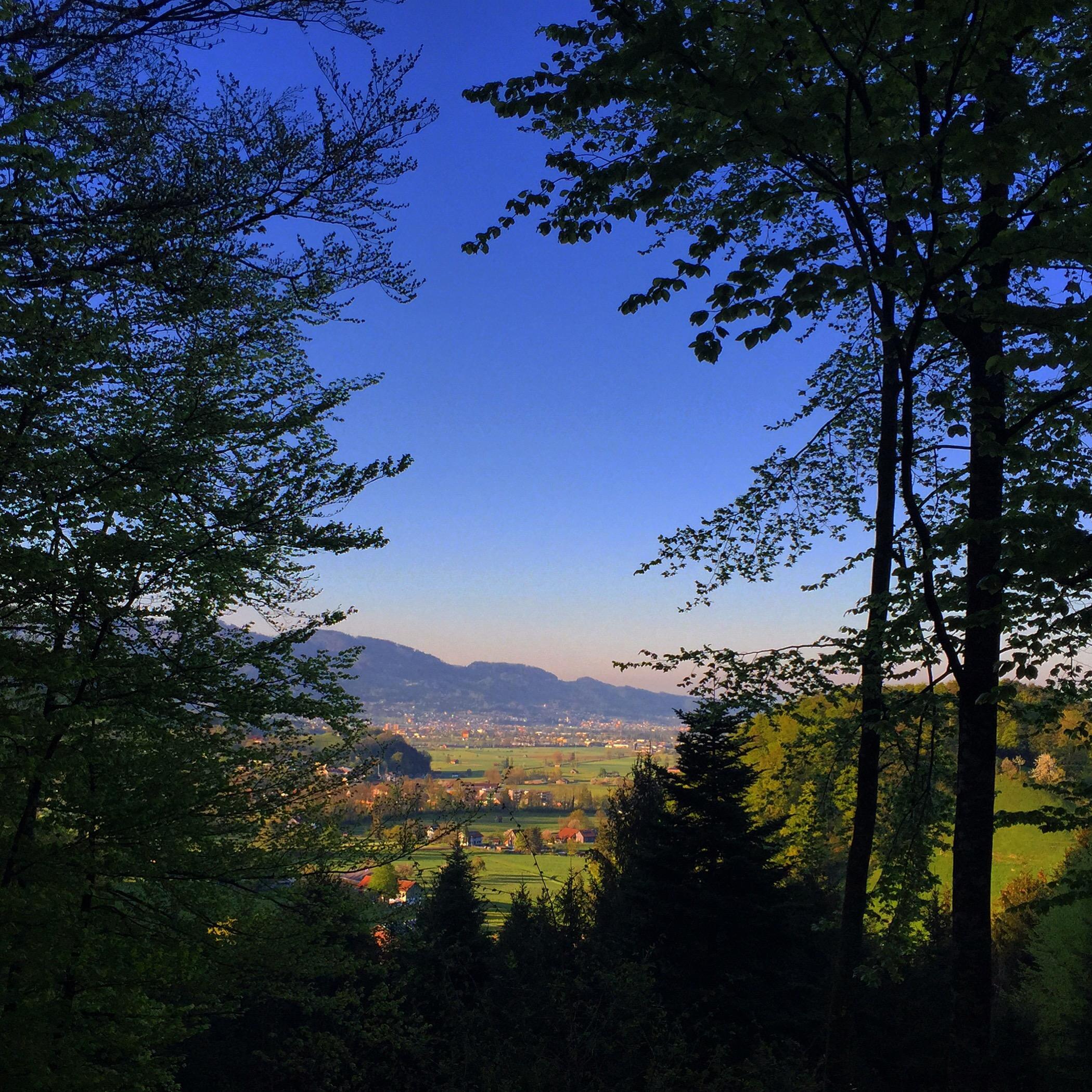 's Avonds ga ik lopen met een vriendin en we besluiten de berg op te wandelen. Het uitzicht is echt fantastisch!