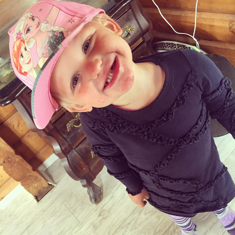 ze heeft het liefste een pet of hoed op. What's not to love!!