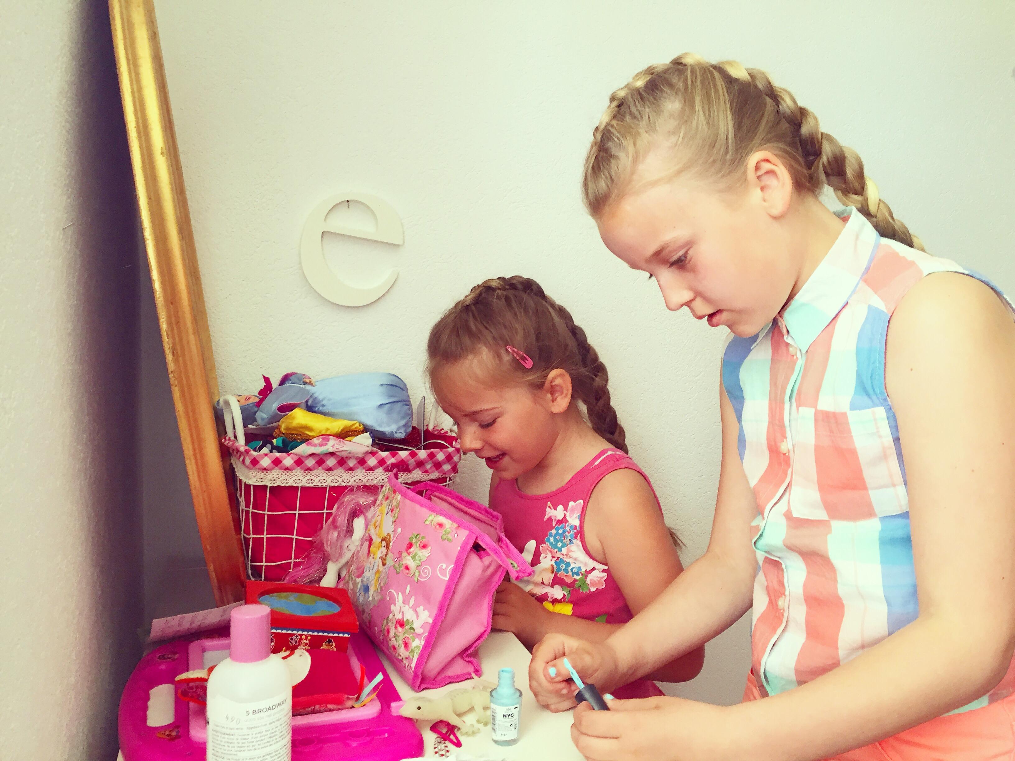 Nichtjes hebben dezelfde vlechten en make-uppen natuurlijk :)
