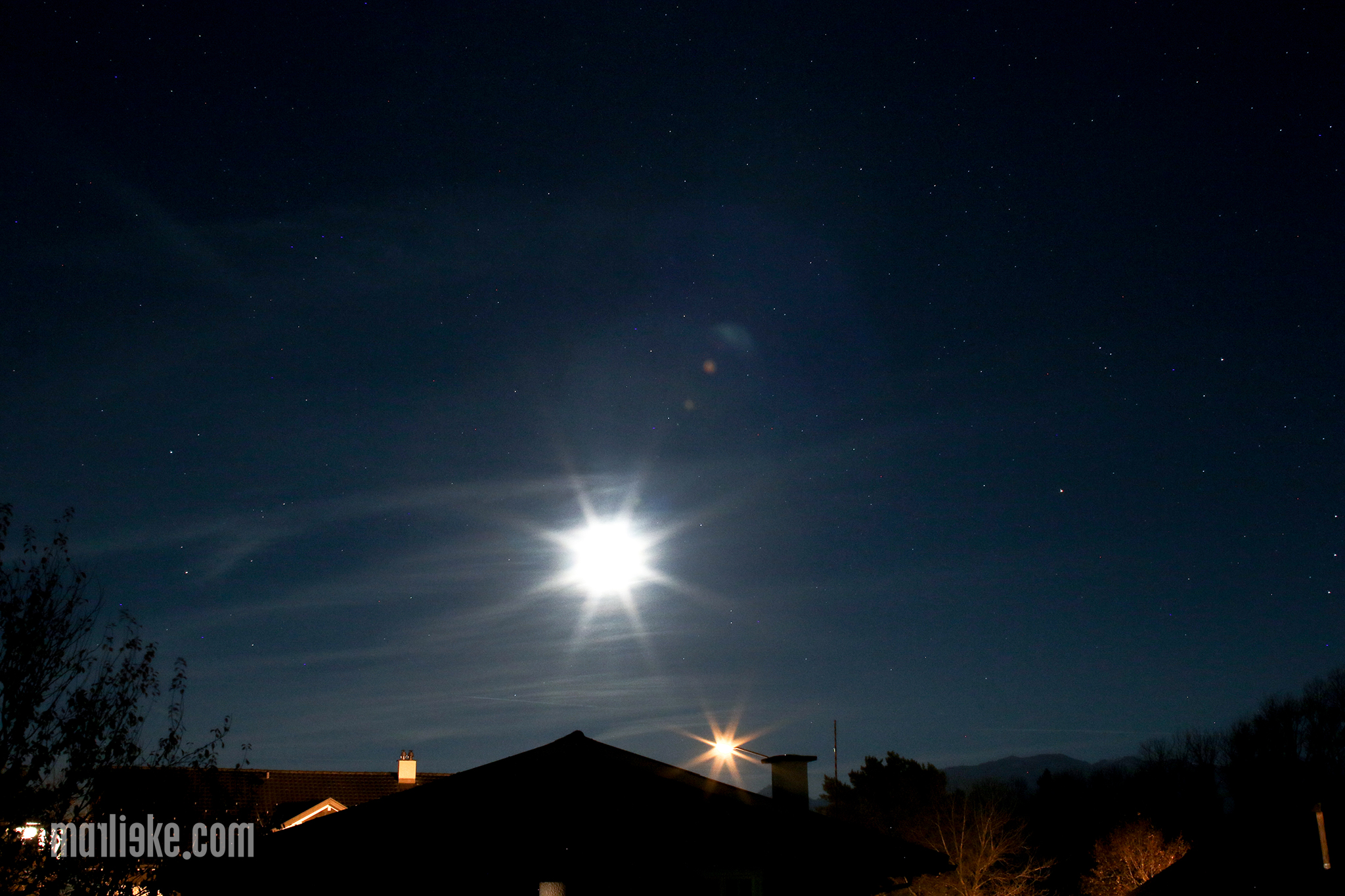 Donderdagavond nam ik deze foto van ons balkon. Hoeveel sterren tel jij?