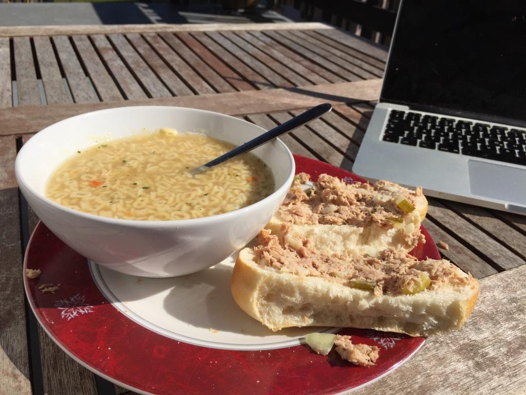 Mijn lunch!!! Genieten in het zonnetje