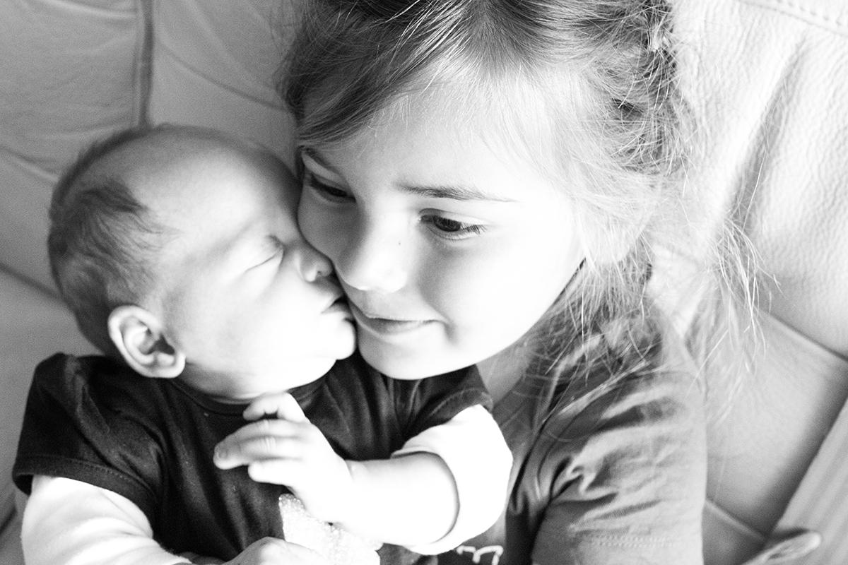 Eva en Liza zijn vandaag acht maanden zusjes
