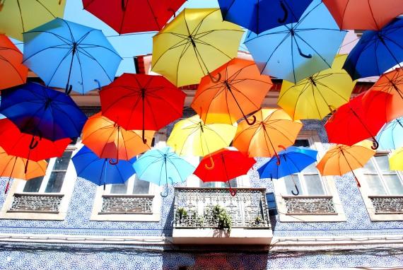 Onder moeders paraplu in Portugal