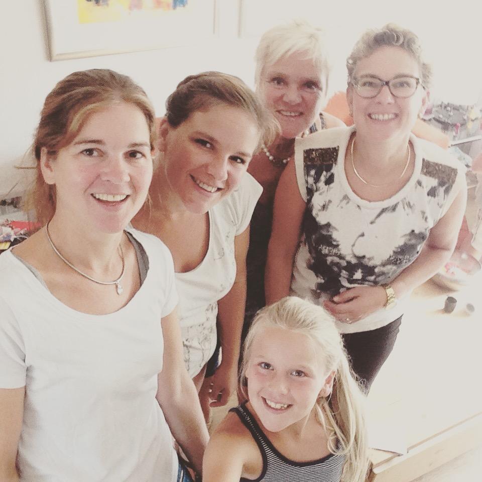 Met mama en selfie-queen nichtje Jasmijn