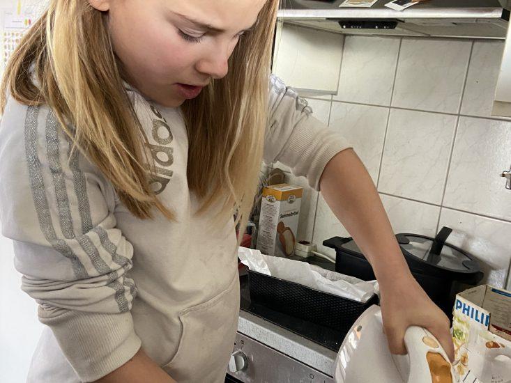 Mijn 9-jarige staat alleen in de keuken om ervan te leren