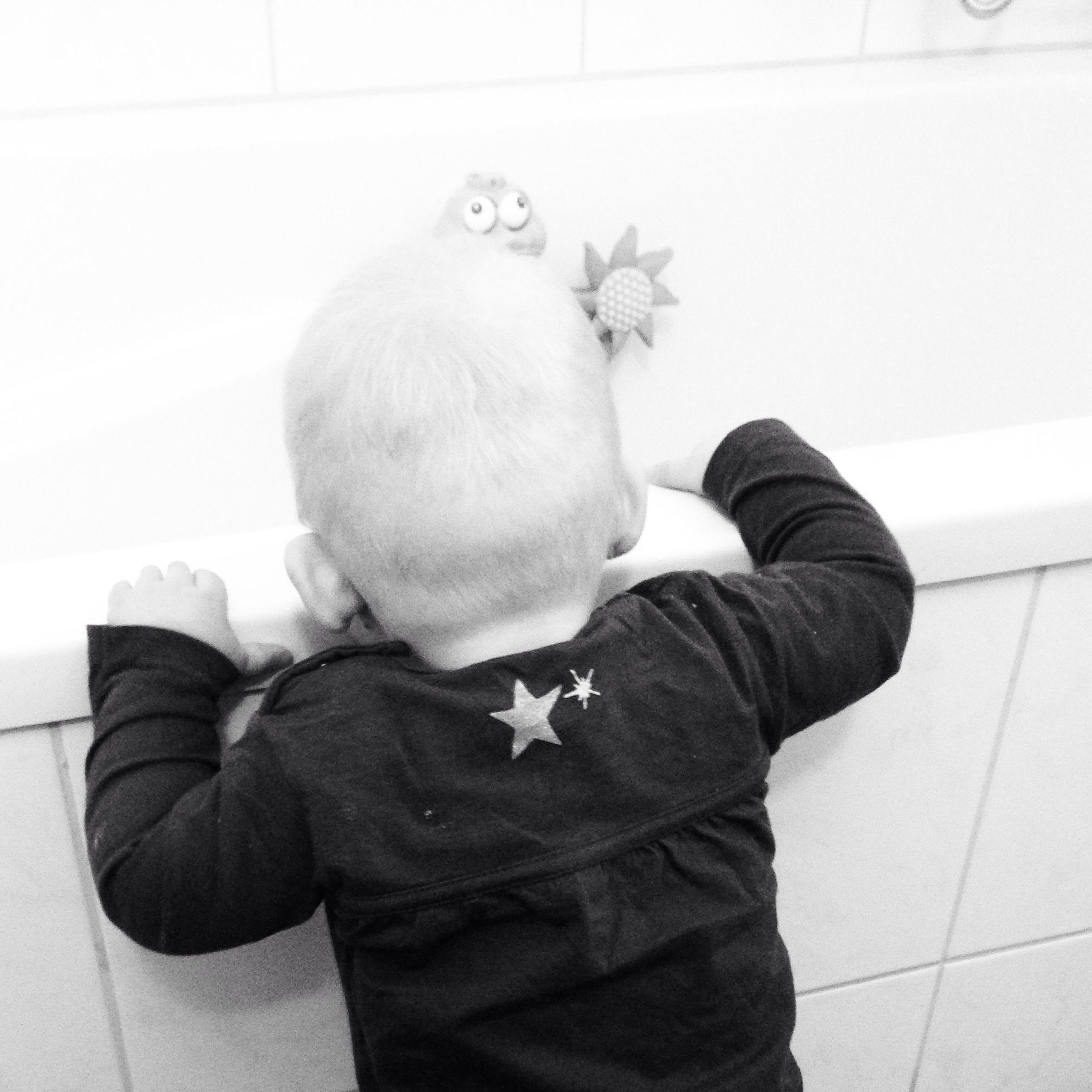 Maandagochtend... Lekker stappen aan het bad. Nog steeds overal builen en bulten!