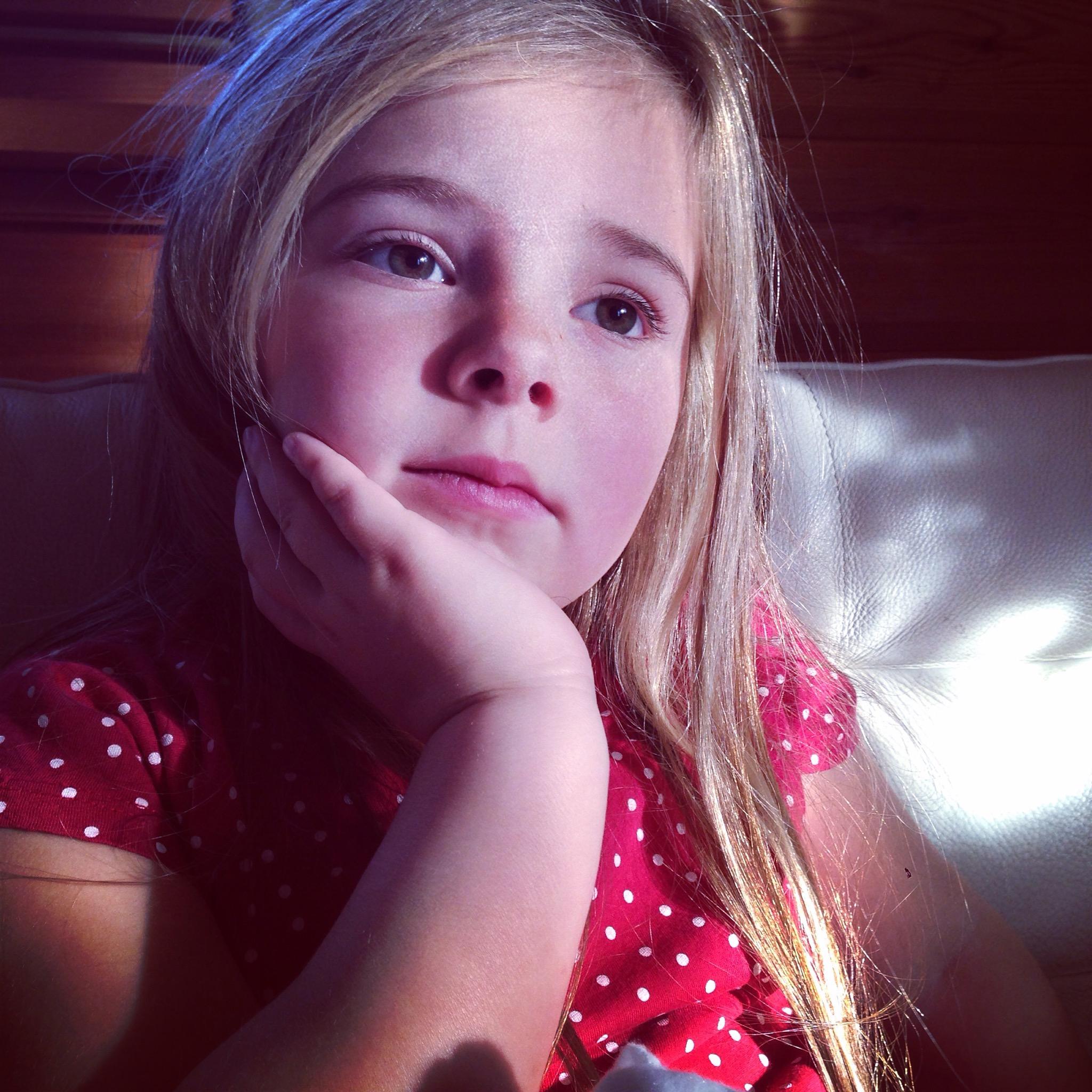 Eva was tot een uur of 4 echt nog wel warm. De hele dag heeft ze dus Raveleijn en Prinses Sofia gekeken.