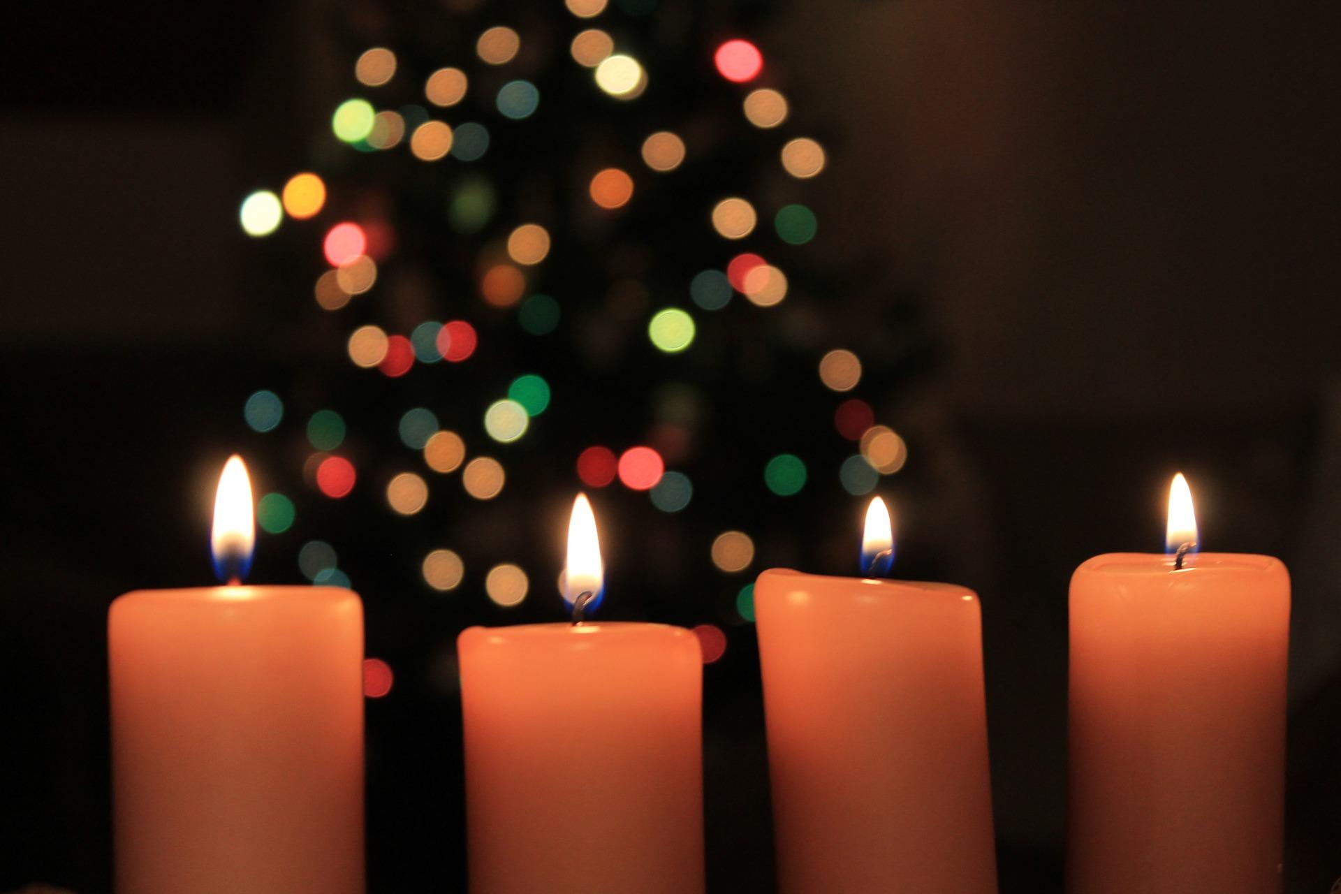 Sint vs Kerst: Mogen de lampjes al aan?