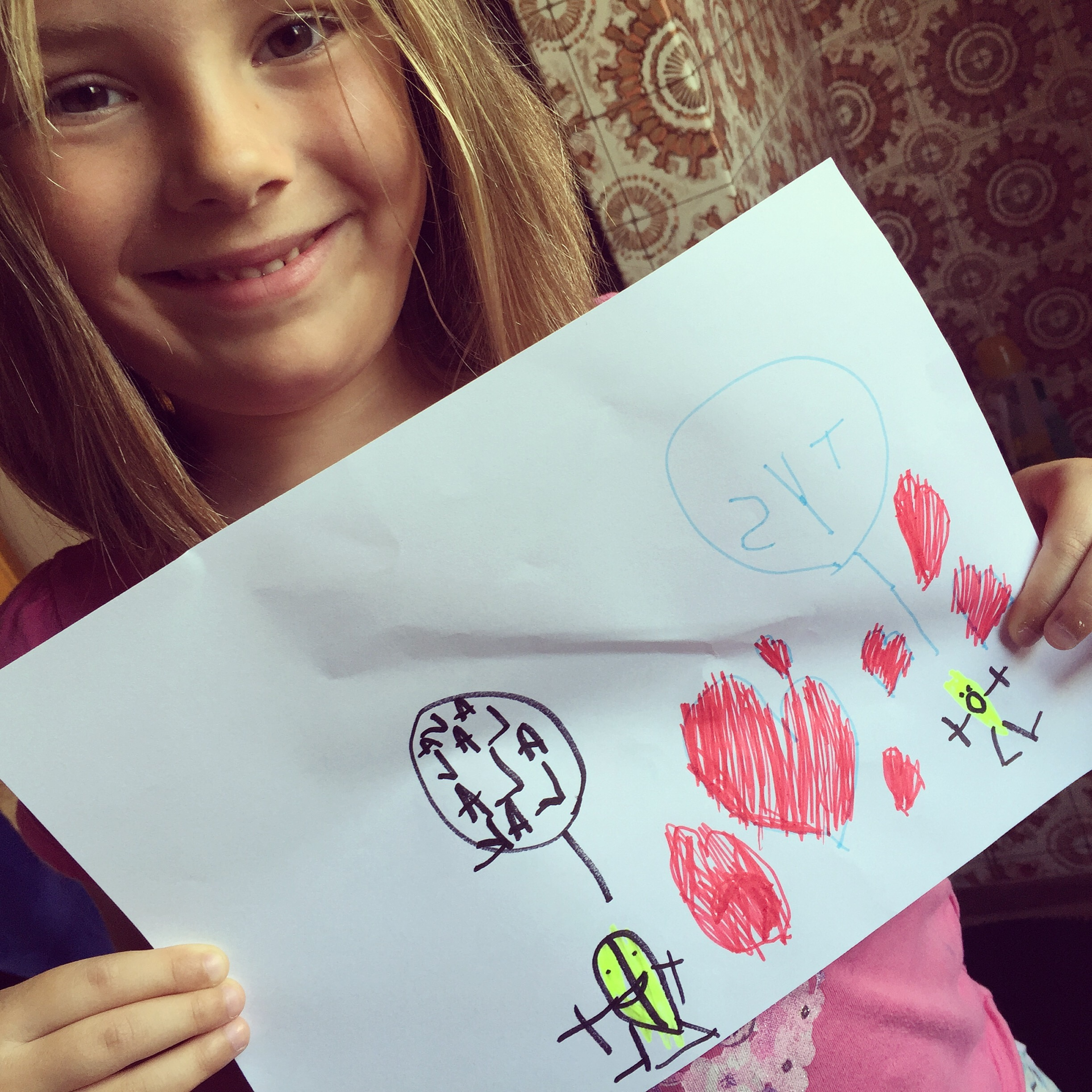 In plaats van afscheid nemen, maakt ze voor haar achterneefjes allebei een tekening. En ja, Eva schrijft in spiegelschrift :)