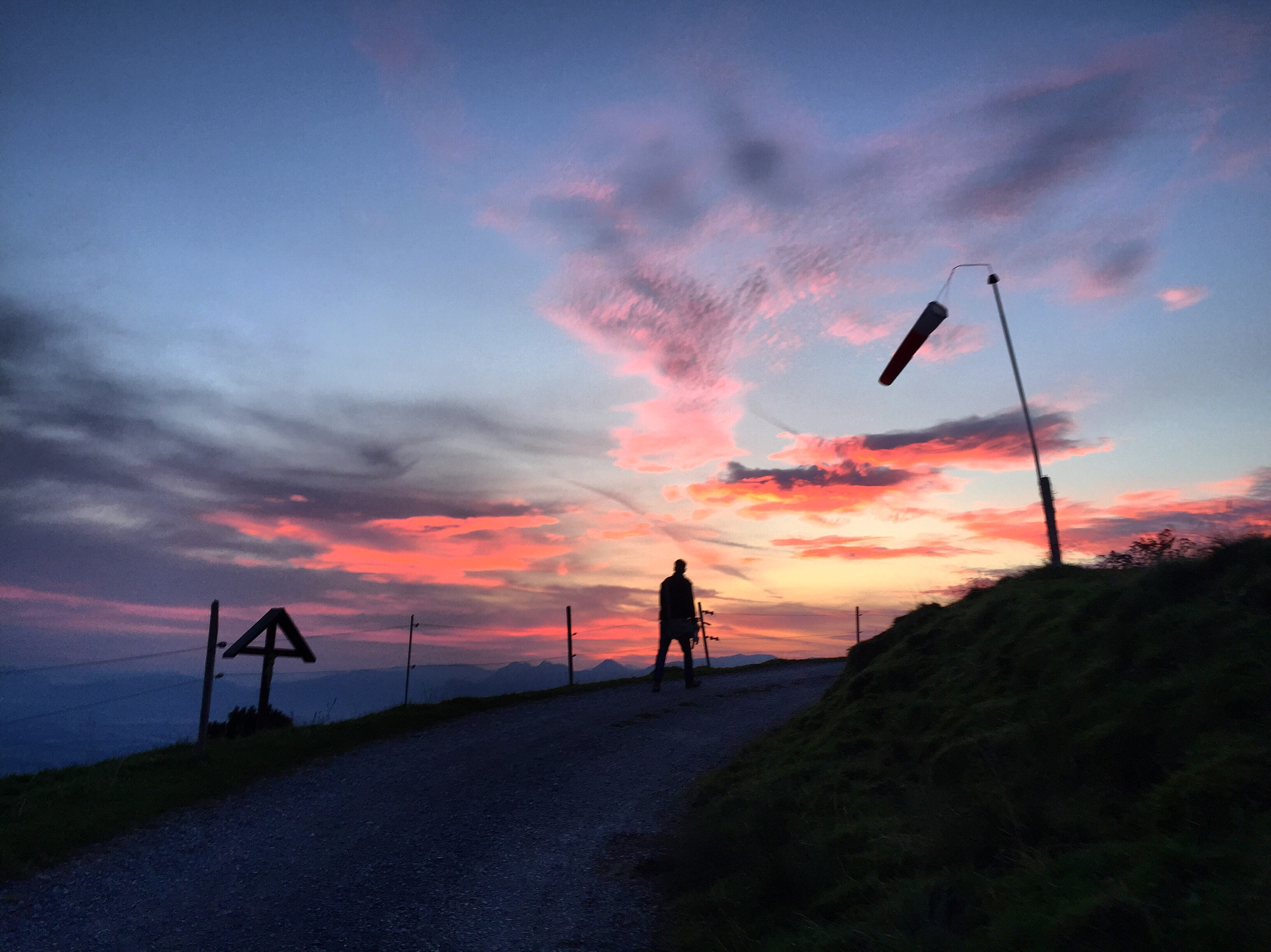 Zaterdagochtend stonden Thomas en ik al vroeg op om op de berg de zon op te zien komen. Eva ging ook mee, want die was ook wakker.