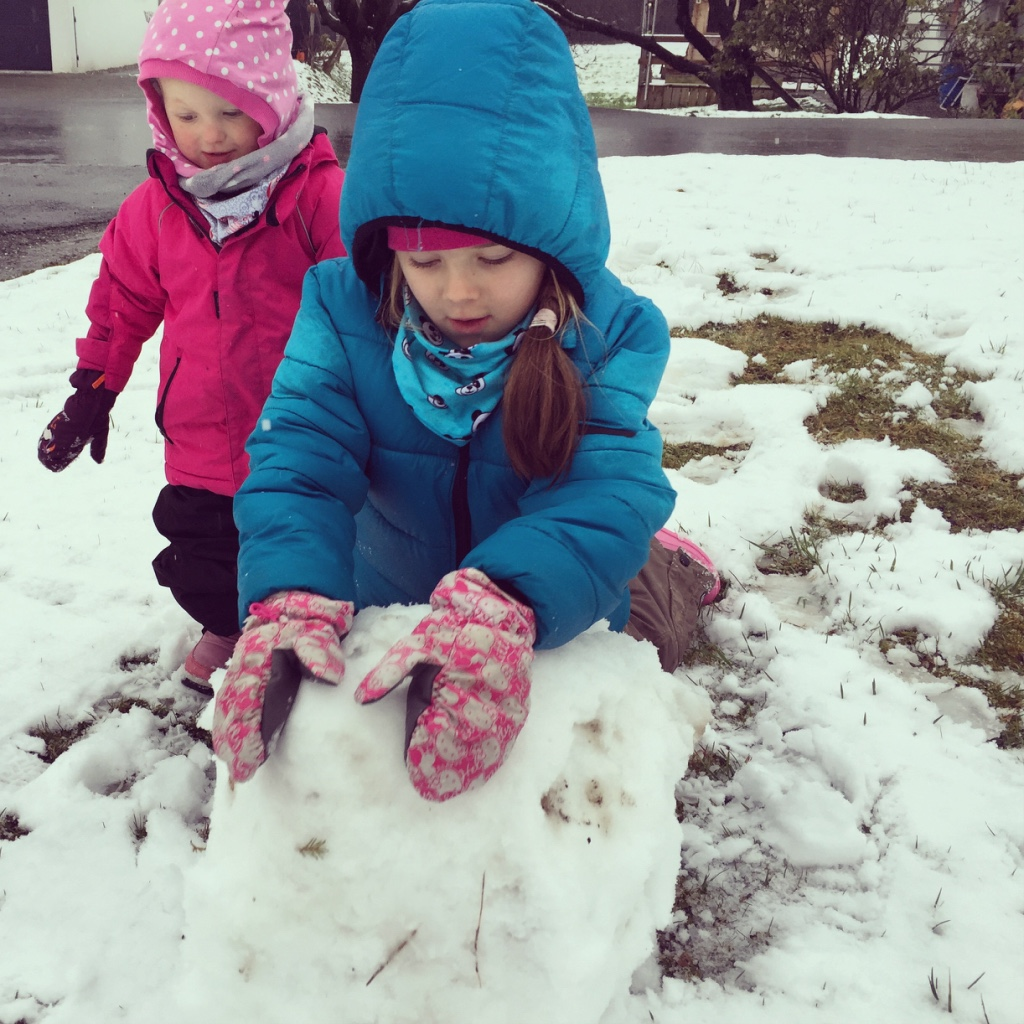 We kunnen zelfs een sneeuwpop maken. Eigenlijk vond ik het veel te koud... Ik ben wel weer klaar met deze kou.